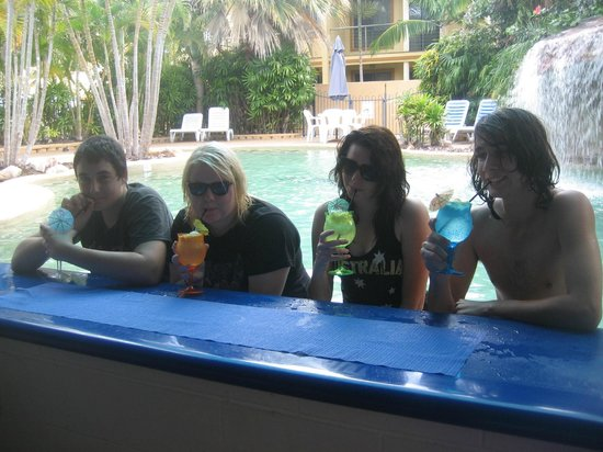 Grange Resort Hervey Bay: Licensed Pool Bar