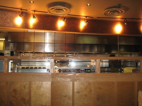 Hickory Falls Restaurant: Open kitchen area as you enter dining area