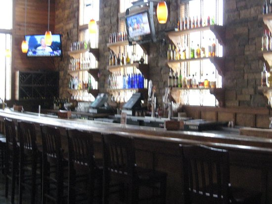 Hickory Falls Restaurant: Bar area