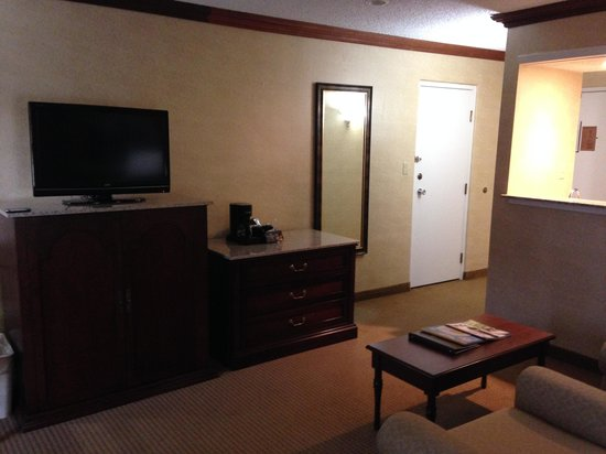 Crowne Plaza  Resort Asheville : Standing near the bed