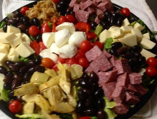 Bowmanstown, Πενσυλβάνια: antipasto salad from our catering menu'
