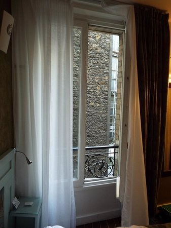Hotel Eiffel Seine : window