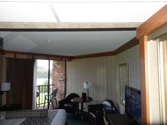 Crowne Plaza Lake Placid: 2nd bedroom by window