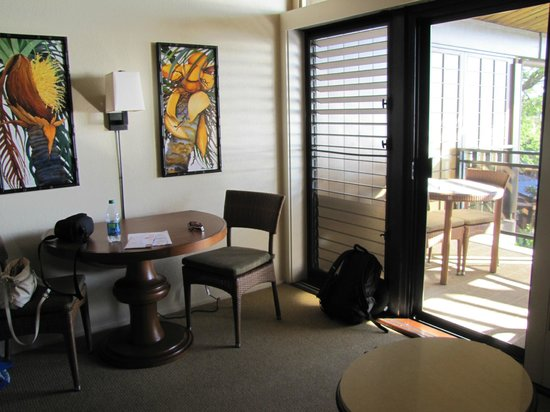 Napili Kai Beach Resort: The little desk area