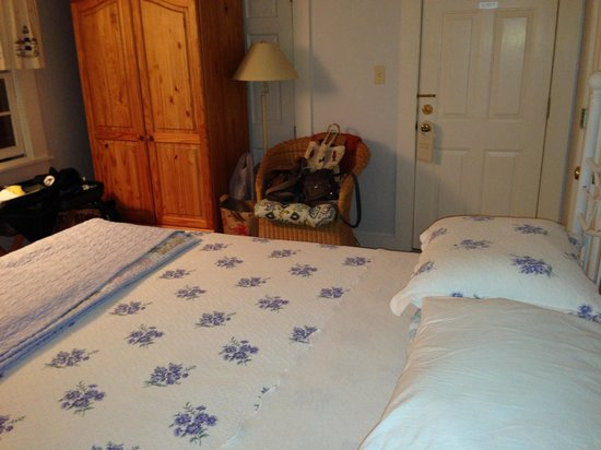An English Garden Bed and Breakfast: room 304