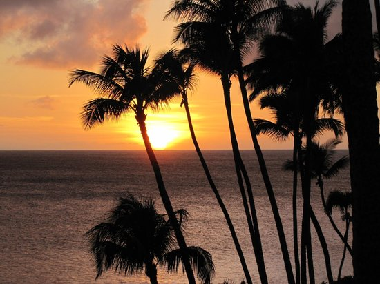 Napili Kai Beach Resort: an amazing sunset from our lanai
