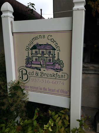 Wayman's Corner Bed and Breakfast: Sign at the front of Wayman's Corner