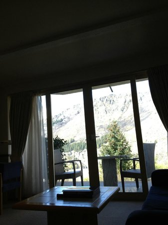 Nugget Point Queenstown Hotel : View from inside the room