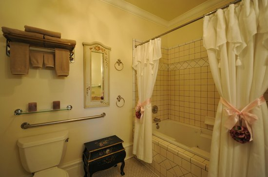 Abbey House Inn: The DeWinters Suite