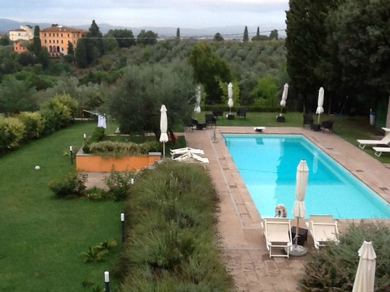 Villa Jacopone: Pool area &  wonderful scenery.