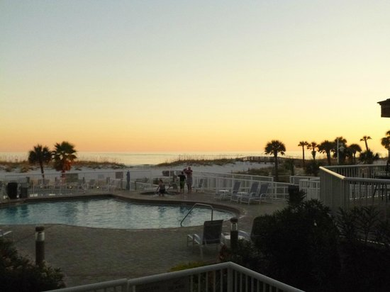 SpringHill Suites by Marriott Pensacola Beach: Sunset from the breakfast/lobby area