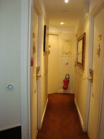 Hotel Prince Monceau: hallway