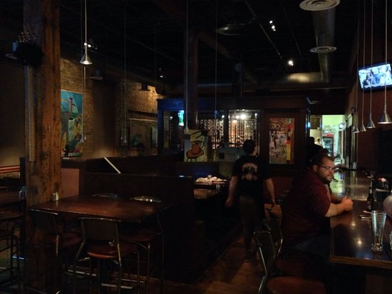 The Toasted Frog: Interior