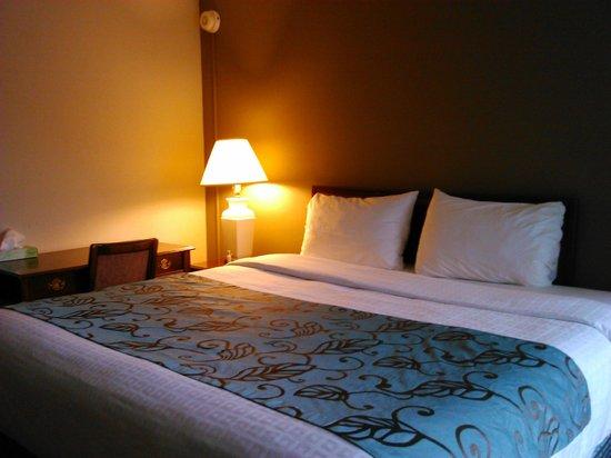 Americana Hotel: Bedroom on 2nd floor