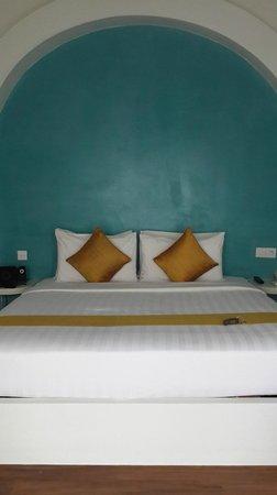 Navutu Dreams Resort & Wellness Retreat: Sweet bed. Feel like sleeping on the sea!