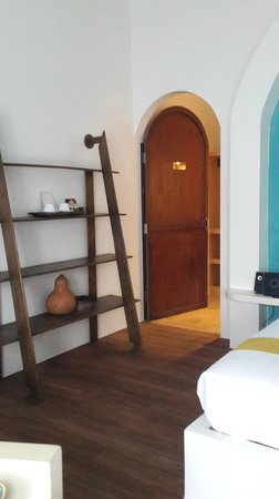Navutu Dreams Resort & Wellness Retreat: Entrance to changing room and bathroom
