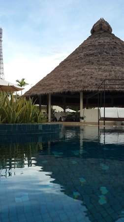 Navutu Dreams Resort & Wellness Retreat: Pool side restaurant