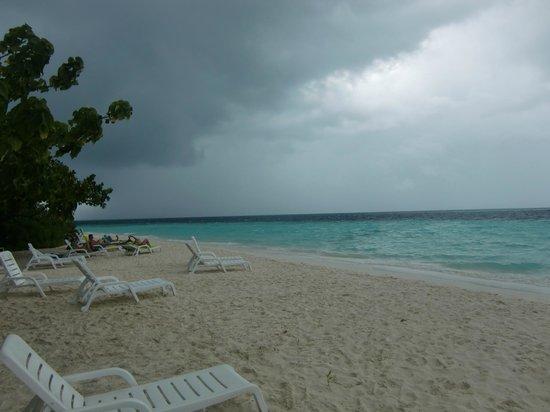 Biyadhoo Island Resort: west side beach
