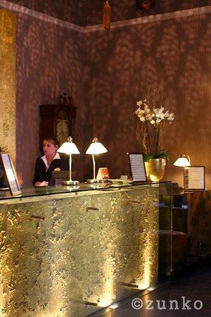 Bernini Palace Hotel: 眩しいレセプション