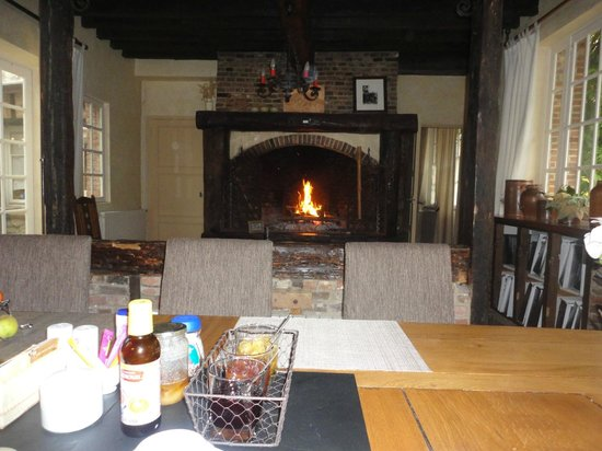 le logis de gerberoy : Breakfast by the fire