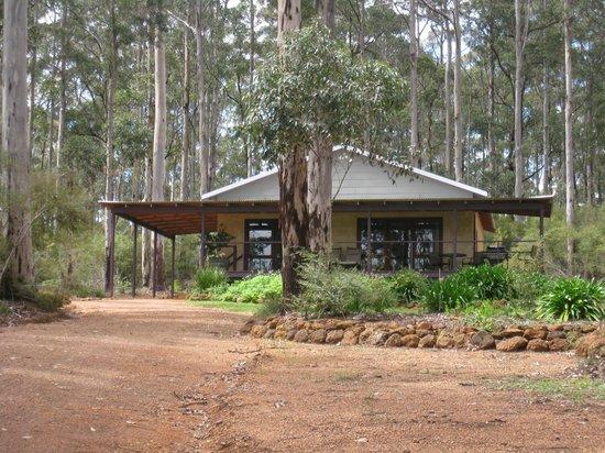 Kangaroo Creek Chalets: Jarrah chalet