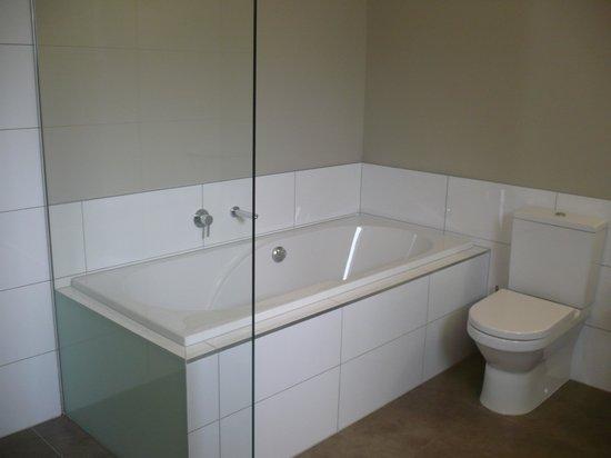 Argent Motor Lodge: Deep Bath