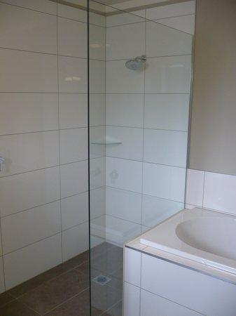 Argent Motor Lodge: Wet Floor Shower