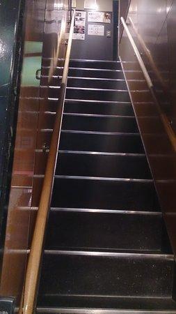 Steak House Satou : 2買いへ上がる階段は異常に急で足が悪いと無理かも?