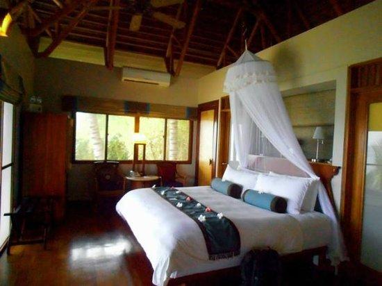 Eskaya Beach Resort & Spa : The room was prepared with flowers