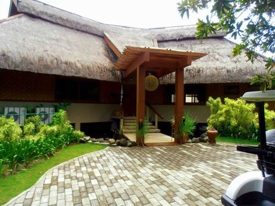 Eskaya Beach Resort & Spa : The impressive Balai Datu villa