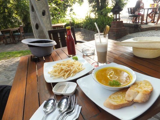 Sea Breeze Cafe: French Fries; Pumpkin soup & Banana juice