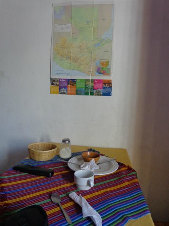 Posada Don Quijote: patio seating area