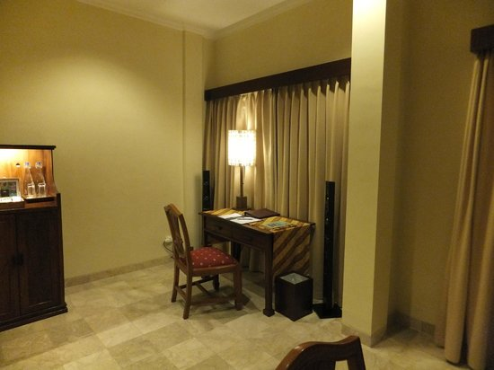 Ayung Resort Ubud : Study area within our Princess Suite