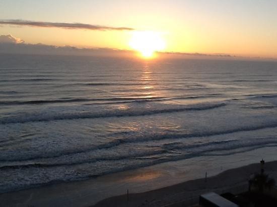 Hampton Inn Daytona Beach/Beachfront: Sunrise view from 7th floor