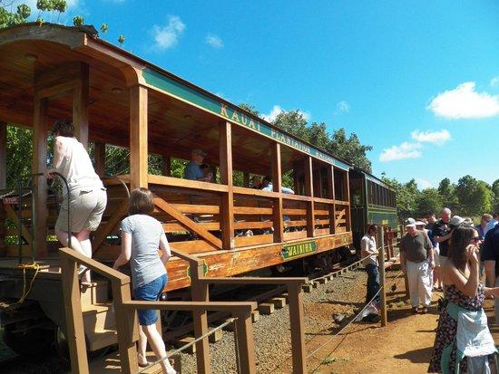 Kauai Plantation Railway: Open air car