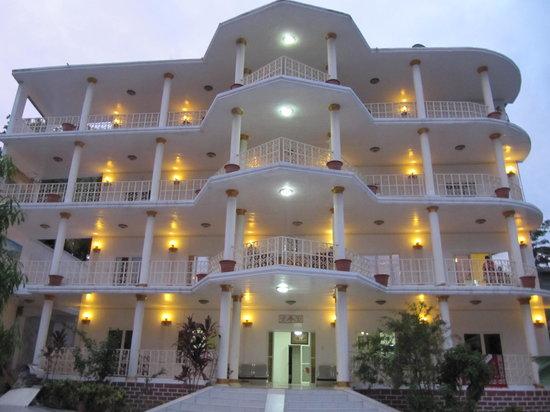 Moutsamoudou, Коморские острова: Facade Est de Mapongé Palace Hotel