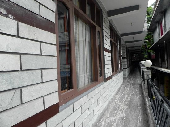 Hotel New Adarsh : Balcony