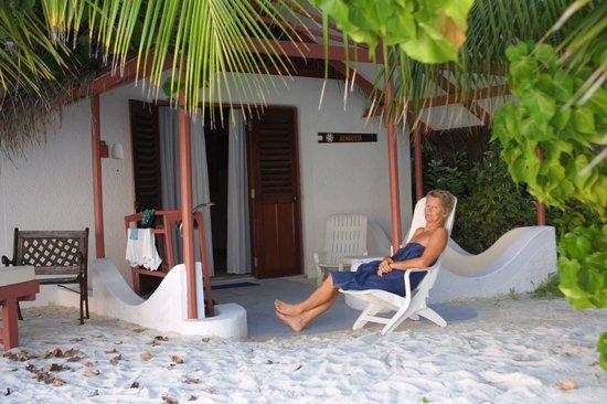 Rihiveli by Castaway Hotels & Escapes: entrée du bungalow