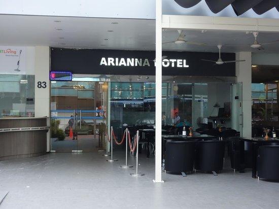 Arianna Hotel: ホテル正面