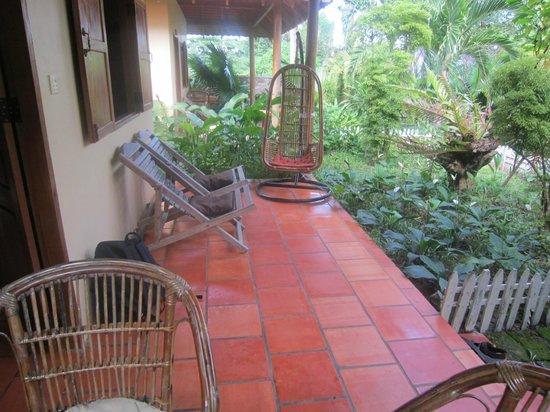 Kimly Lodge : Roomy Verandah