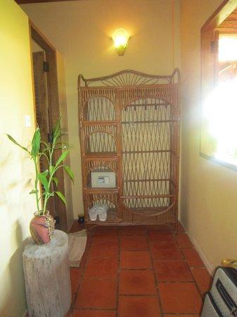 Kimly Lodge : Shelf and Safe Deposit Box