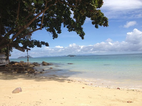 Rantee Sunrise Hotel: The beach !