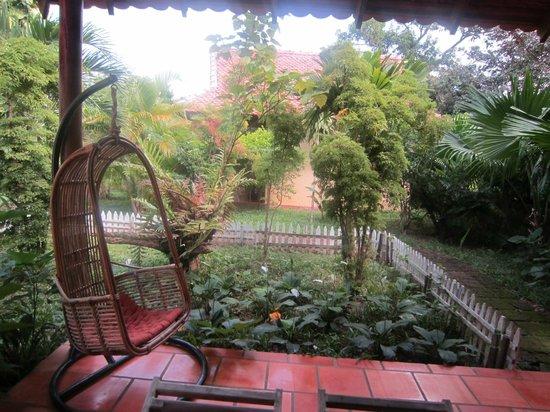 Kimly Lodge: Relaxing Garden View