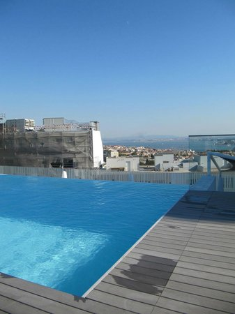 EPIC SANA Lisboa Hotel : Outdoor pool