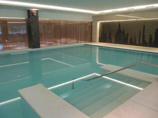 EPIC SANA Lisboa Hotel : Indoor pool