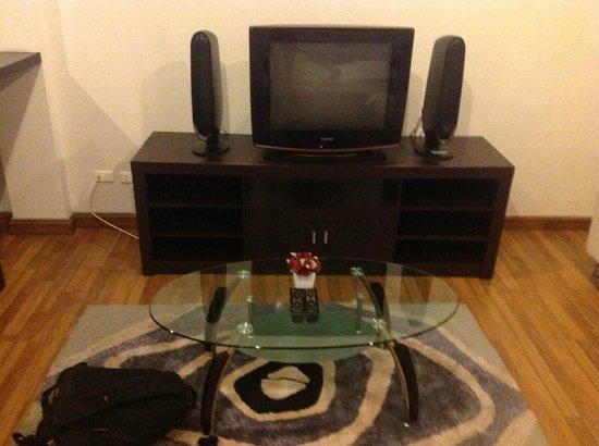 Villareal Heights: Телевизор с русскими каналами))