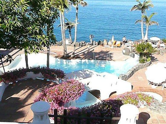 Hotel Jardin Tropical: Бассейн с морской водой