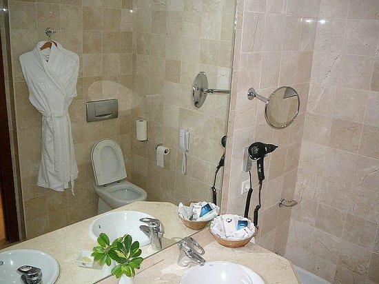 Hotel Jardin Tropical: ванная