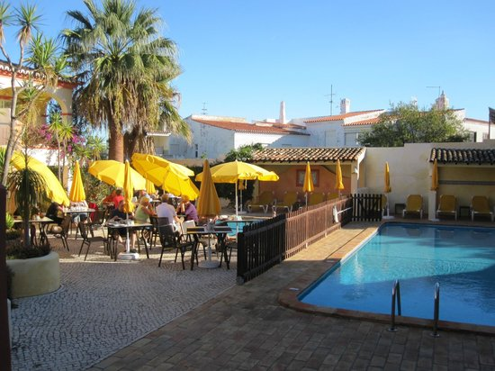 Costa D'oiro Ambiance Village: Frühstück am Pool