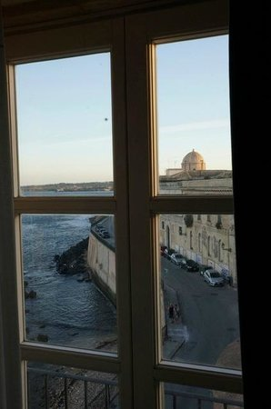 Royal Maniace Hotel: View towards the point of Ortigia island